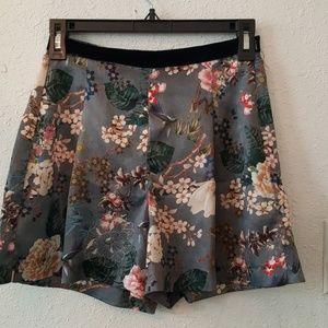 Pants - Grey highwaist grey floral shorts